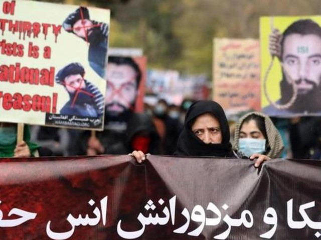 Afghanistan, liberi due ostaggi occidentali in cambio di tre comandanti talebani