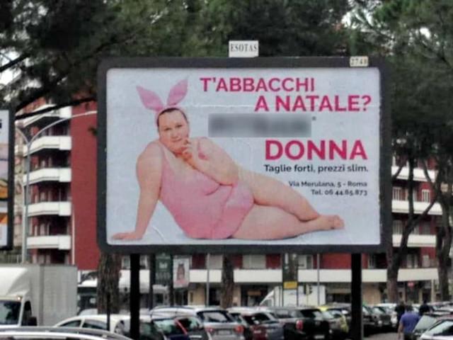 La coniglietta oversize divide Roma: la pubblicità di un negozio per taglie forti accende la polemica