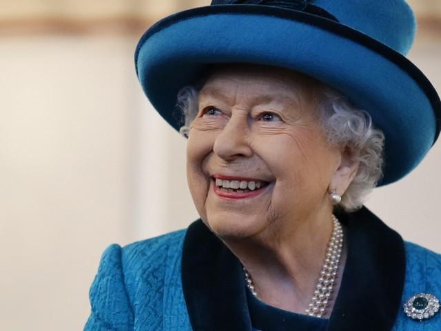 La regina Elisabetta non abbandonerà il trono tra un anno e mezzo
