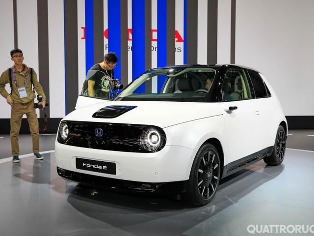Honda e - Annunciati i prezzi della piccola elettrica - VIDEO