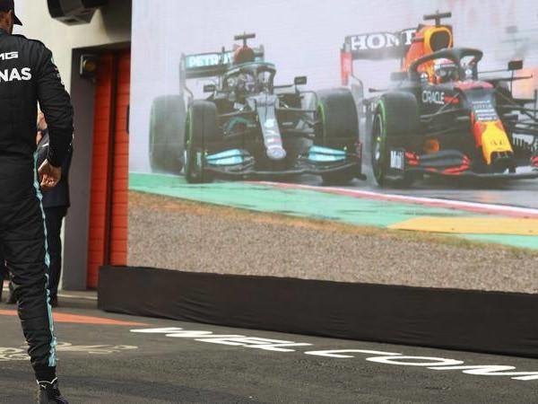 GP Portogallo, l'atmosfera a Portimao prima della sfida Hamilton-Verstappen