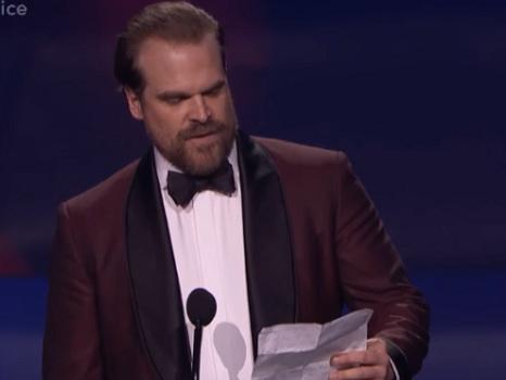 Il discorso di David Harbour ai Critics' Choice Awards 2018 conquista il cuore dei fan di Stranger Things (video)
