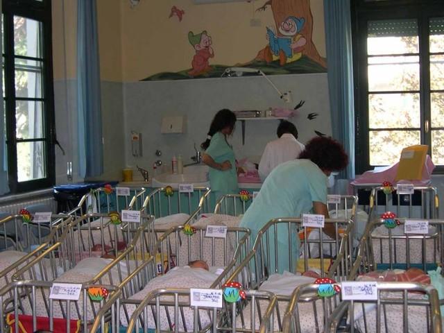 Mamma a tempo pieno: proposto il reddito di maternità, nuovo sussidio o vitalizio