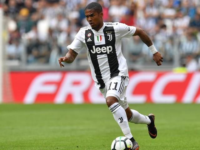 Juventus, disavventura automobilistica per Douglas Costa: il calciatore è illeso