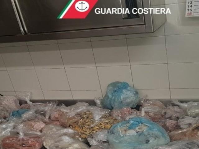 Polignano, multa a ristorante Grotta Palazzese/ Carne scaduta e pesce non tracciabile