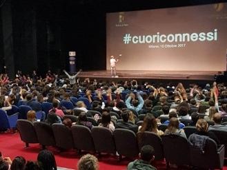 Arriva in Calabria il progetto educativo itinerante contro il cyberbullismo promosso da Polizia di Stato e Unieuro