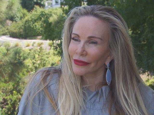 """""""Abbiamo il cuore spezzato"""". Lutto in televisione, l'attrice è morta a 59 anni. L'annuncio delle figlie"""