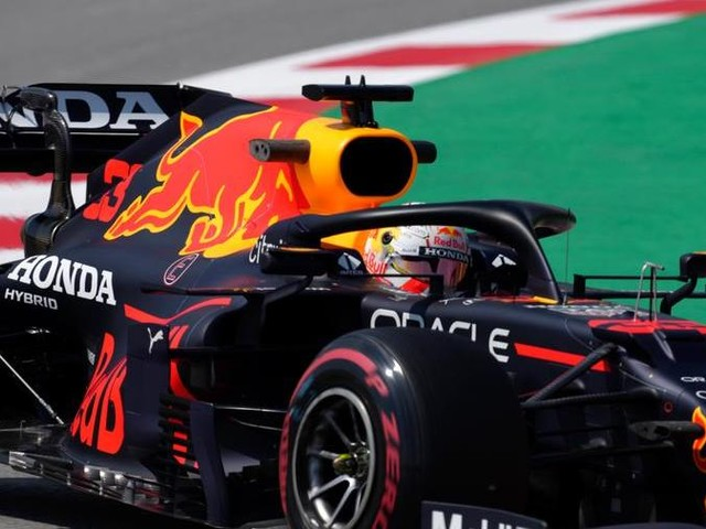 Gp di Spagna: Verstappen davanti a Hamilton nelle libere, Ferrari al terzo e quarto posto