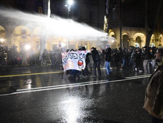 Torino, scontri al corteo antifascista