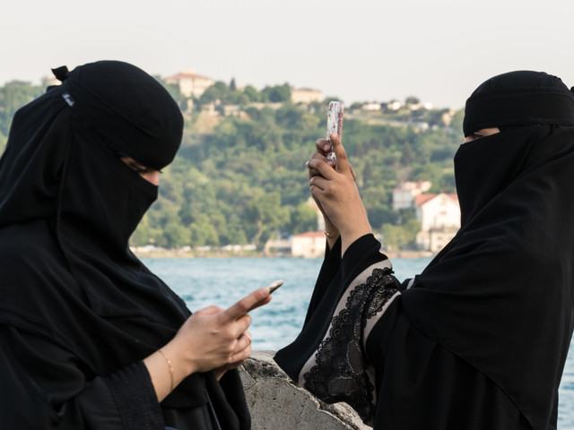 I turisti di Allah Cosa chiedono per portare i soldi in Italia