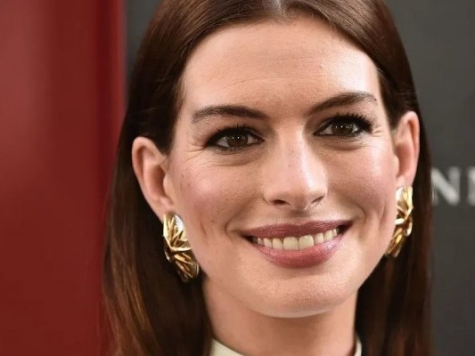 Anne Hathaway star del film French Children Don't Throw Food