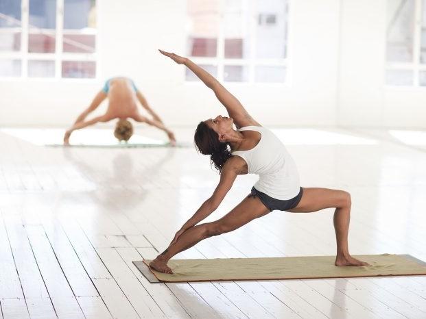 Tutti i benefici dello yoga: dal benessere fisico a quello mentale i motivi per praticarlo sono più che validi