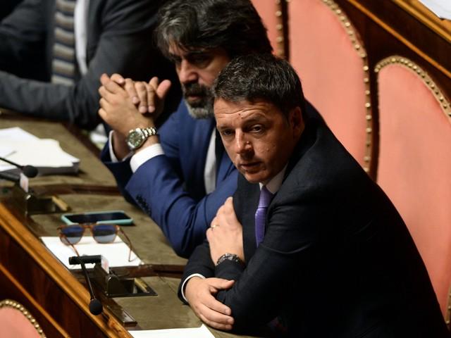 Pd in cerca di leader: Renzi resta in attesa ma pensa alla scissione