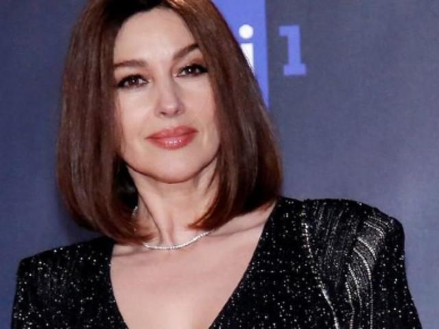Monica Bellucci lancia una frecciatina a Cassel: 'Mi ci vedreste con un 20enne?'