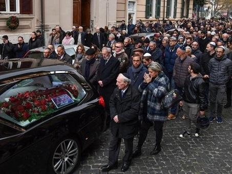 Roma, Terracina: il feretro sfila al ghetto ebraico tra gli applausi