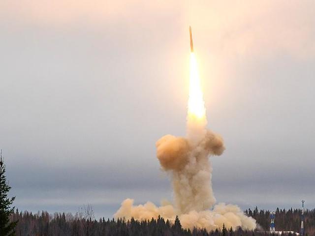 Russia e Stati Uniti lanciano missili balistici intercontinentali