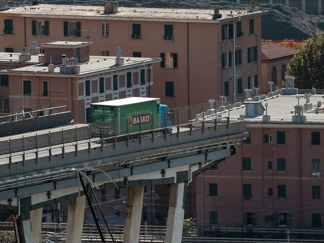 Ponte crollato Genova, Conte: «Revocheremo concessione a Autostrade». La replica: «Verifiche trimestrali, pronti a ricostruire in 5 mesi»
