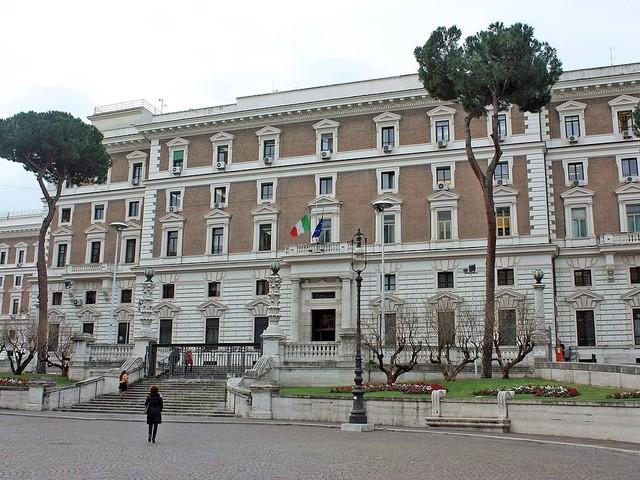 """Funzionari del Viminale dai pm. Salvini: """"La linea non cambia"""""""