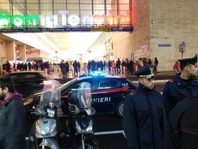 Roma, blitz antidroga tra piazza dei Cinquecento e via Giolitti: 5 arresti