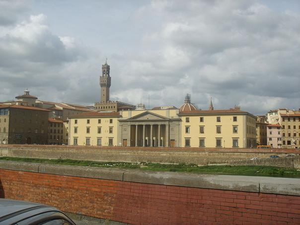 Firenze: quasi un prodotto su cinque venduto nell'area fiorentina è risultato irregolare