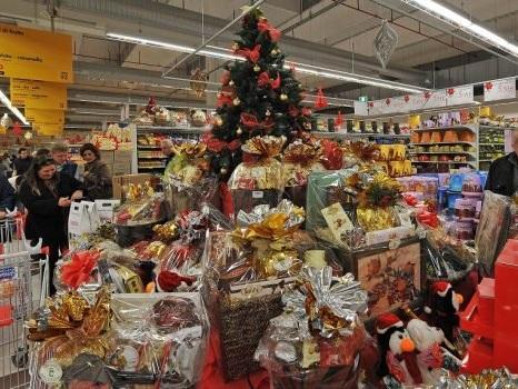 Regali di Natale col reddito di cittadinanza, cosa si può comprare