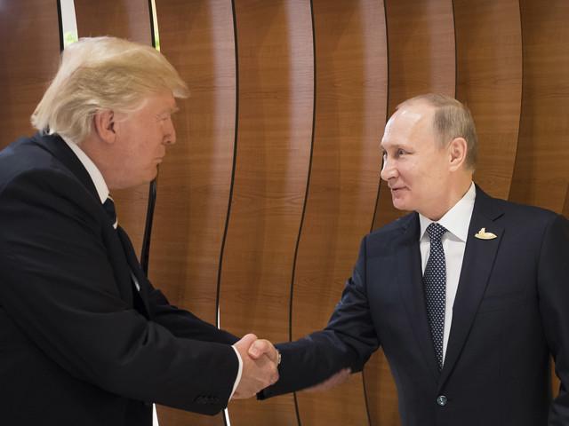 """Helsinki, Trump smentisce la Cia: """"Putin non è un avversario"""""""