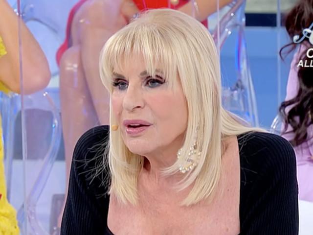 """""""Uomini e Donne"""", Costabile rassicura Gemma: """"Non avere fretta, ci baceremo ancora"""""""
