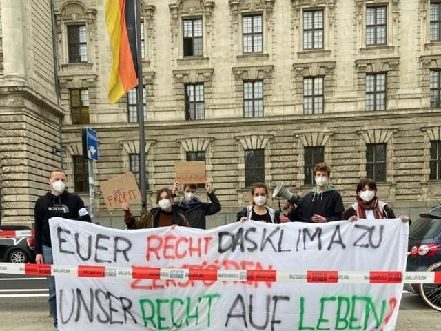 La Corte costituzionale tedesca boccia la legge sul clima. Gli ambientalisti: successo storico