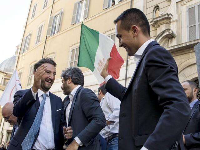 M5s inizia a credere nel sogno Sicilia. Beppe Grillo in campo a Catania nello stesso giorno di Silvio Berlusconi