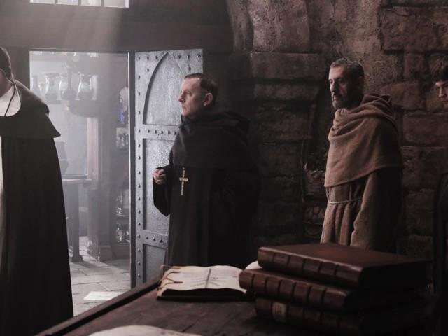 Il nome della rosa, riassunto terza puntata: Salvatore viene arrestato, Severino muore