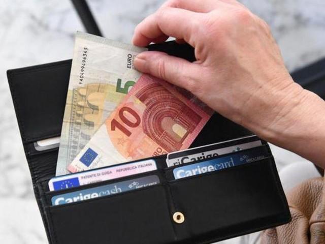 Roma, bengalese trova portafogli con 2000 euro: lo restituisce e rifiuta la ricompensa