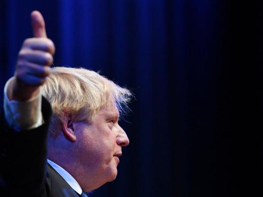 Boris Johnson tira dritto e insiste per la Brexit subito