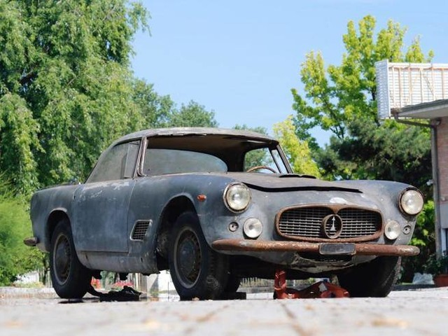 All'asta delle supercar, anche la Maserati di Fangio da restaurare