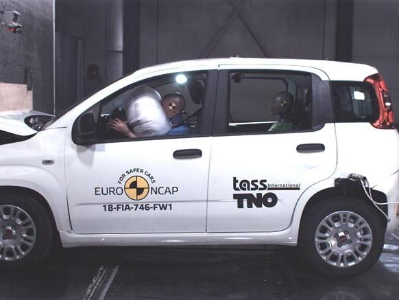 Fiat Panda, zero stelle al crash test. Il nuovo Jeep Wrangler si ferma a 1