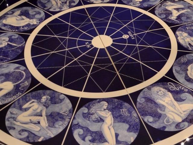Oroscopo 17 febbraio: Venere nel segno facilita i nuovi incontri per l'Ariete