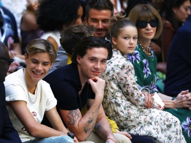 Alla sfilata primavera estate 2020 di Victoria Beckham la vera protagonista è Harper