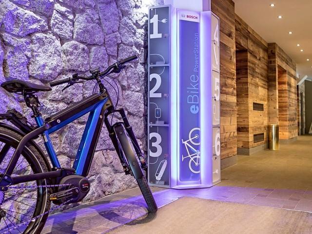 Bosch PowerStation, le stazioni di ricarica per eBike in Italia, Francia, Svizzera e ora anche UK