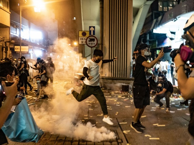 Hong Kong, aeroporto bloccato
