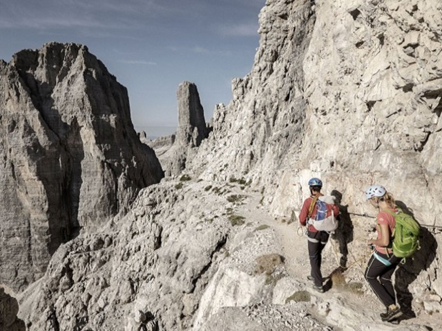 I trekking più belli dalle Dolomiti di Brenta all'Adamello Presanella. Scegli il tuo cammino!