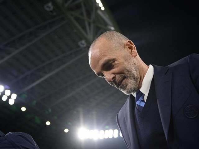 #Pioliout è l'hashtag dei tifosi del Milan che non vogliono Stefano Pioli in panchina