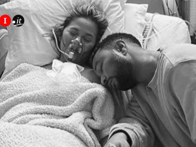 Il dolore straziante di John Legend e Chrissy Teigen: è morto il terzo figlio