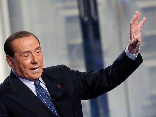 """Berlusconi """"Il 19 ottobre anch'io in piazza per la libertà"""""""