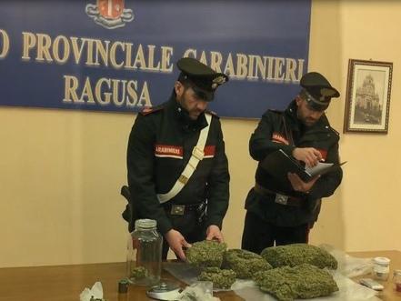 3 kg marijuana in busta spesa, 2 arresti