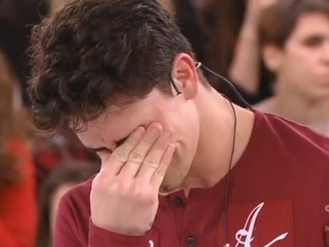Amici 19, dramma Javier: prima gli insulti alla scuola e poi il pentimento | I prof lo salvano