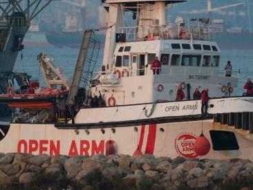 """Migranti, archiviata inchiesta contro Open Arms a Catania: """"Non ci sono prove di contatti tra ong e scafisti"""""""