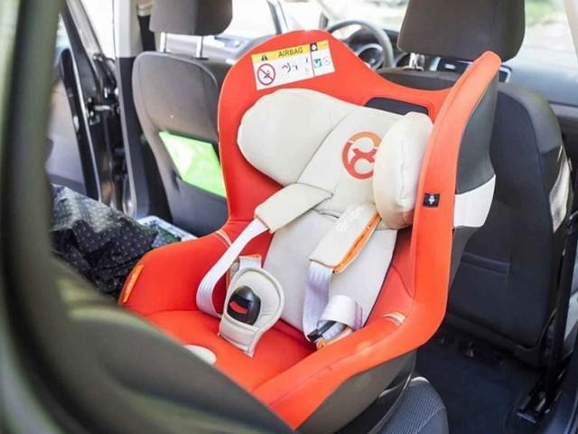 Seggiolini salva bebè: obbligatorio adeguare anche i vecchi, ritiro patente trasgressori