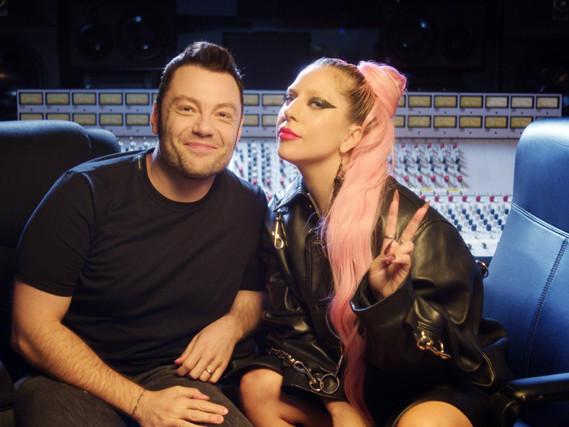 """Lady Gaga intervistata da Tiziano Ferro: """"Dio mi ha indicato la strada quando stavo male"""""""