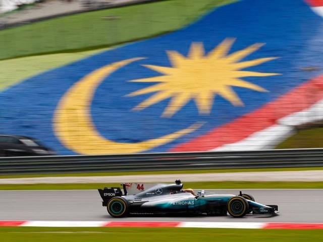 GP Malesia - Hamilton in pole, problemi per Vettel: partirà ultimo