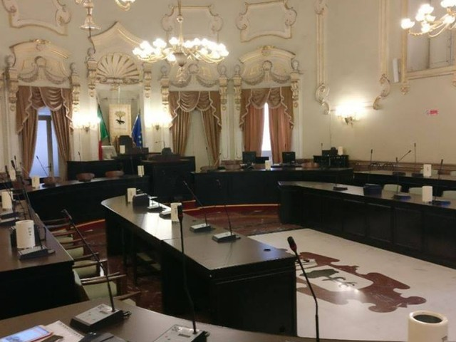 A 50 giorni dal voto la città è senza Consiglio Comunale: preoccupazione in vista delle prossime scadenze