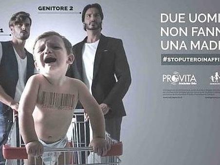 «Due uomini non fanno una madre», la campagna di Pro Vita indigna la sindaca Appendino e Torino Pride
